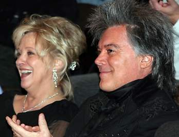 Marty Stuart Connie Smith Offer Love Gifts To Hall Of